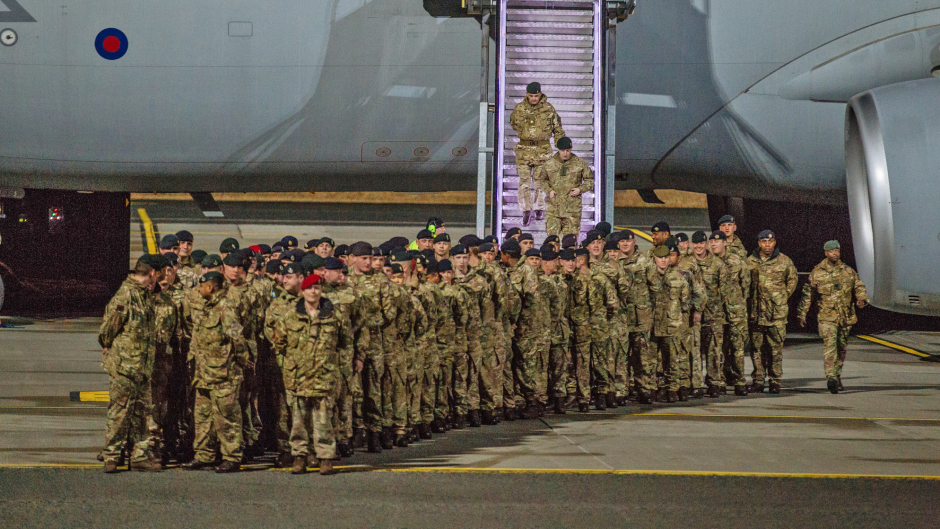 Soldiers from the 5th Battalion The Rifles Battlegroup (5 RIFLES) arriving at Amari airbase .