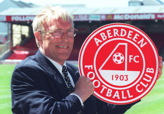 Ebbe Skovdahl at a press conference at Pittodrie