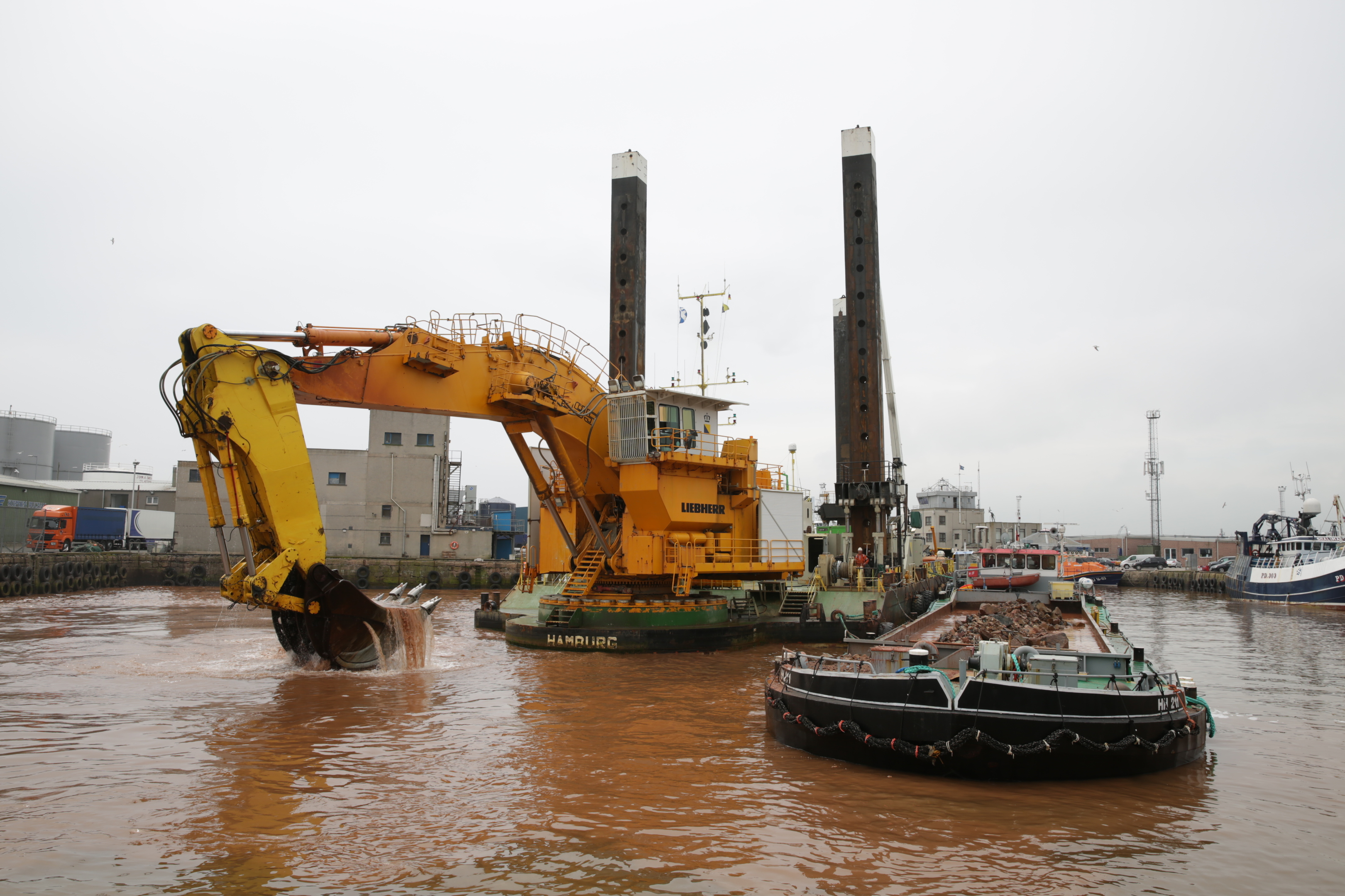 The  MP 40 begins dredging work at Peterhead.