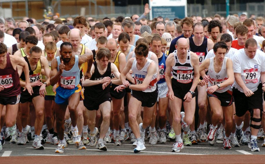 The runners at the start in 2005