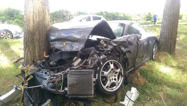 The driver of the Porsche 911 did not receive serious injuries.