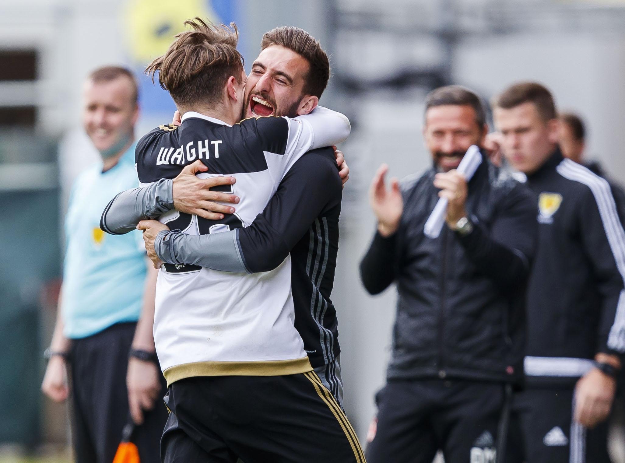 Aberdeen's Scott Wright (L) celebrates his goal with Graeme Shinnie