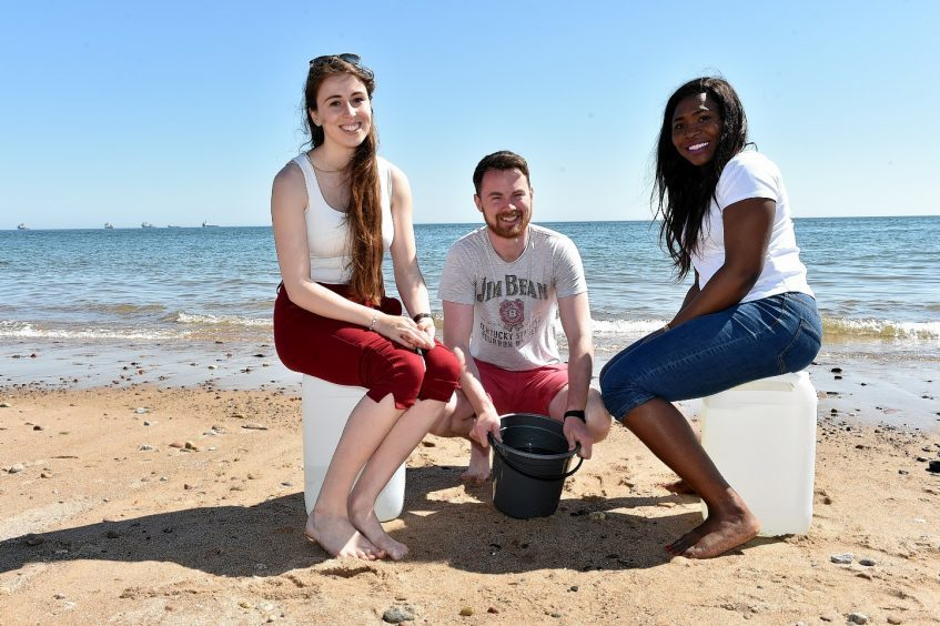 Aberdeen University Geology students collect seawater for an experiment. (from left) Jessica Pugsley, Marcus Duffy and Mursa Walter. (Mursa mobile is 07448434496). Possible oil related story. Picture by Colin Rennie