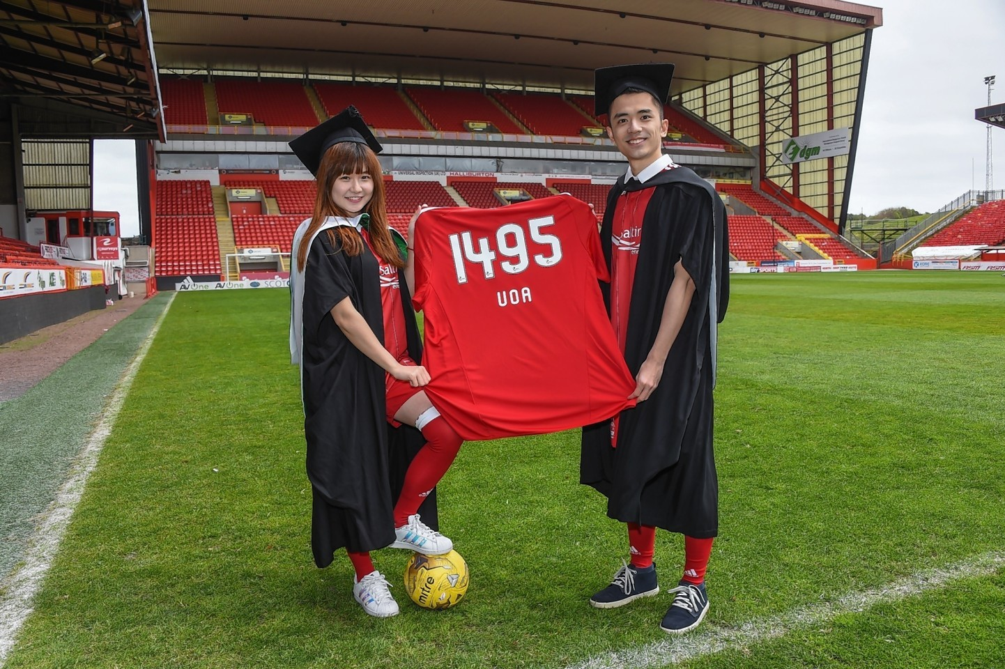 Aberdeen University students Beiqiao Gu, left, and Weipeng Liu show off their Dons' colours