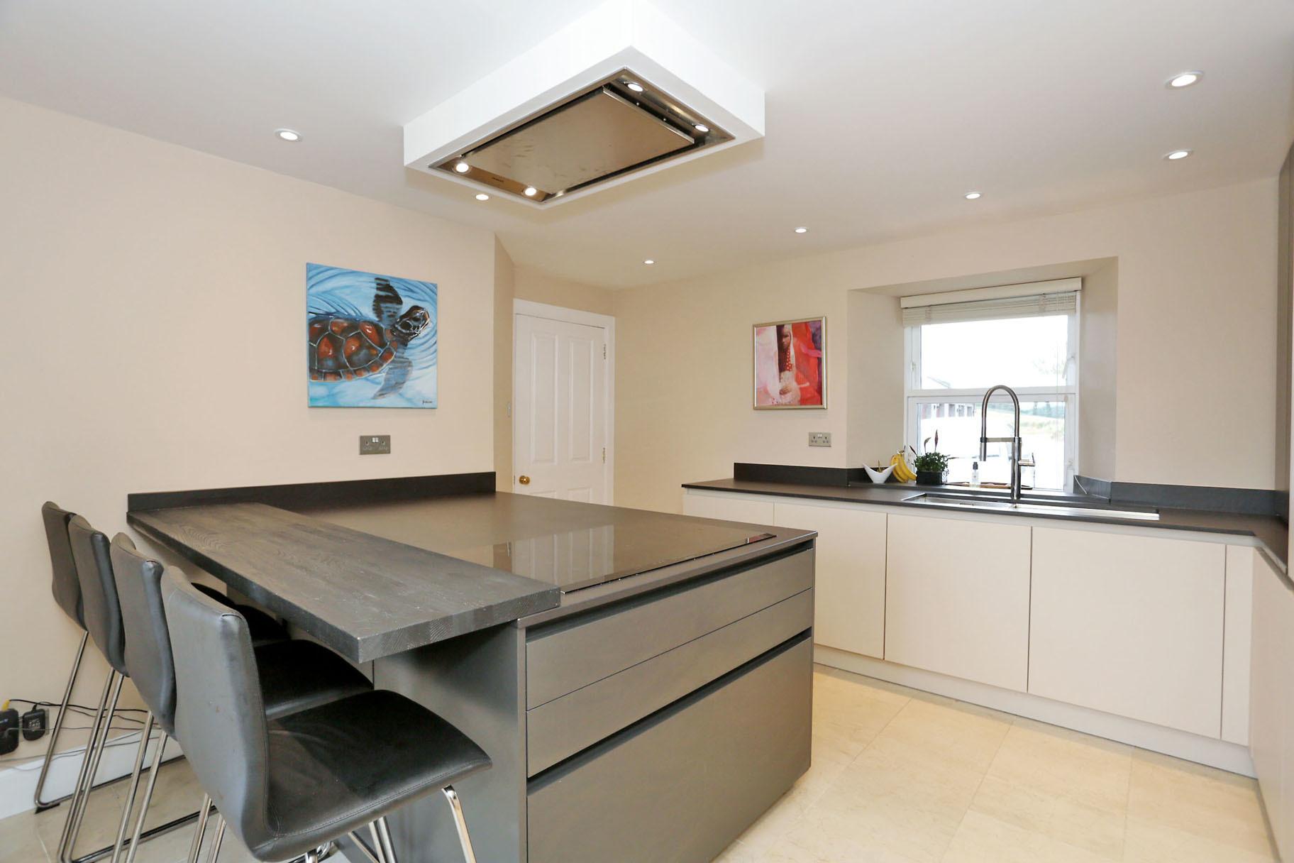 Kitchen.jpg (2)