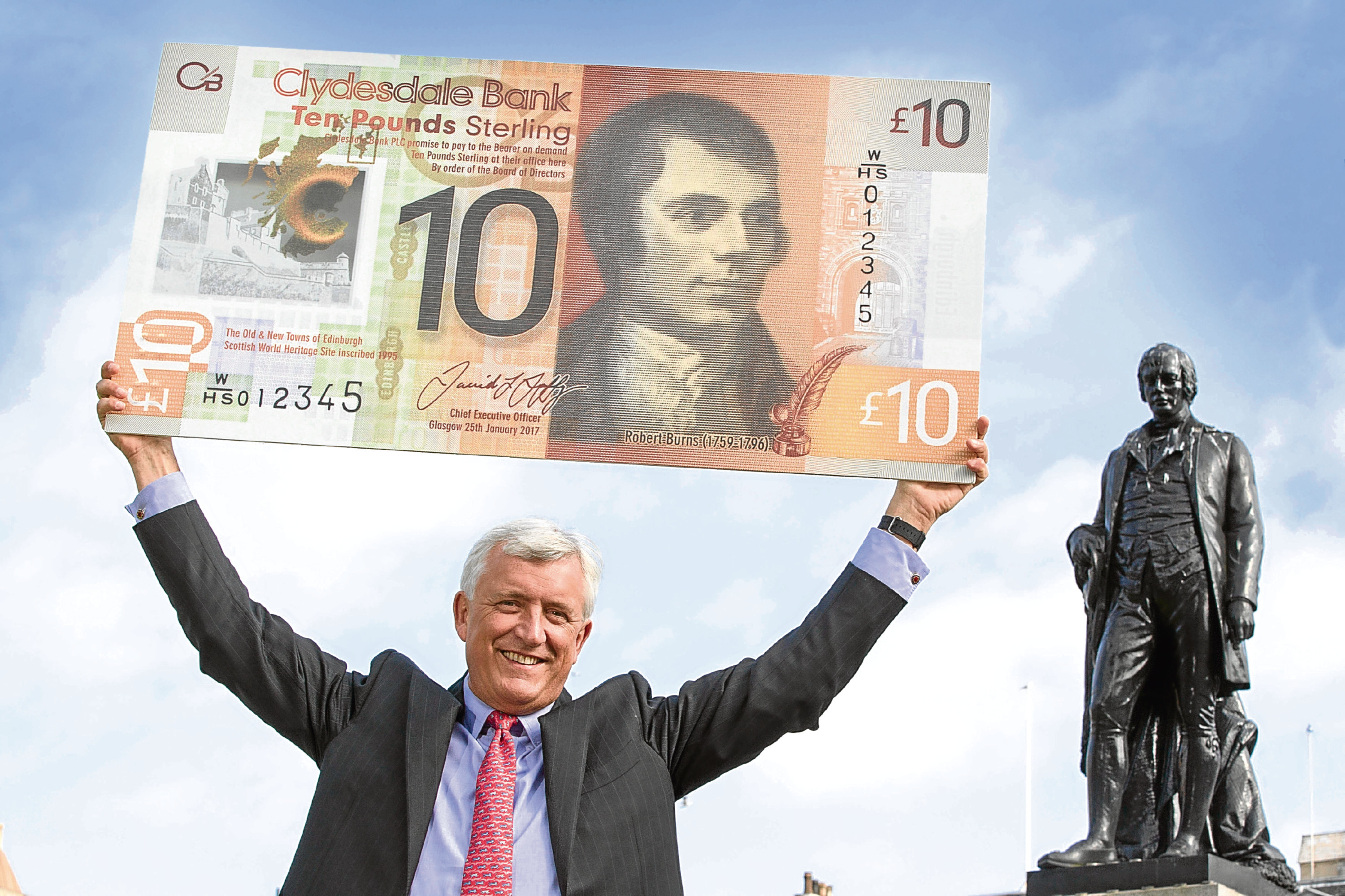 Clydesdale Bank CEO David Duffy with the bank's new £10 polymer bank note