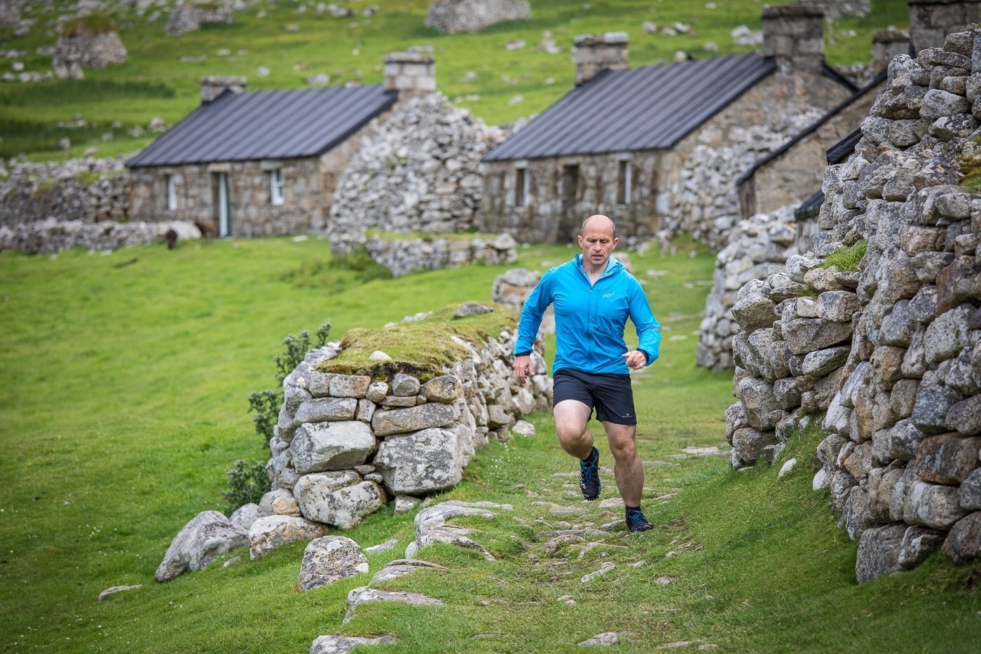 Bill Cameron running the marathon on St Kilda