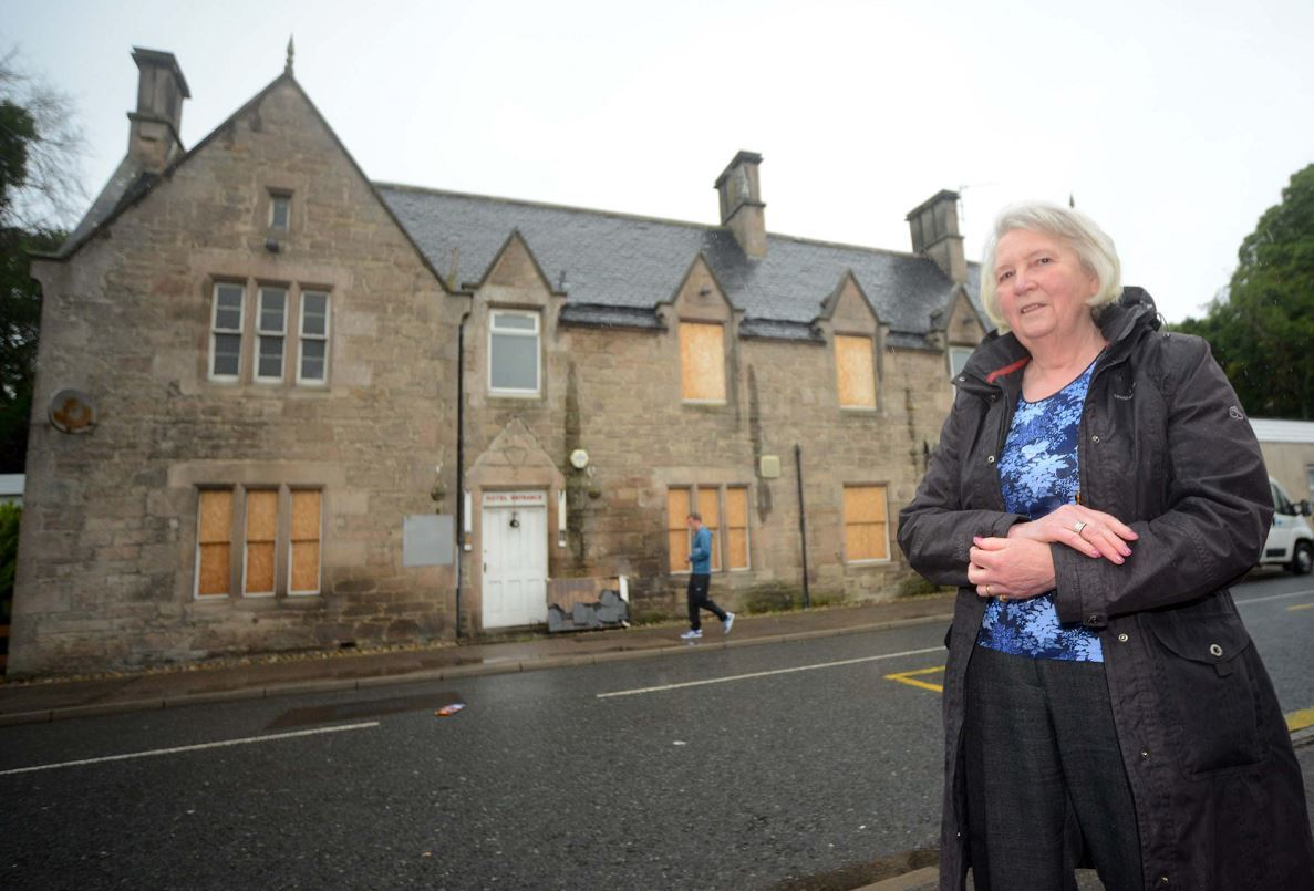 Gill Stewart wants to stop the Tennant Arms in Lhanbryde being demolished.