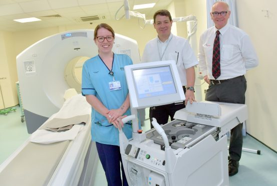Pictured - L-R Nuclear Medicine Technologist Claire Taylor, Dr Roger Staff and Steve Gibb of Friends of Anchor with the new machine.    Picture by Kami Thomson