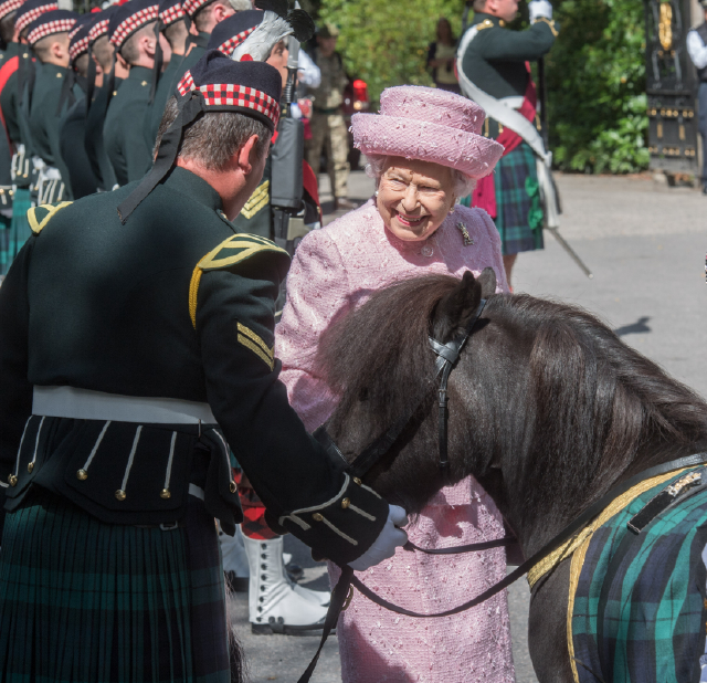 Balmoral,, Scotland, Monday 7th August 2017  Queen aspects the Guards at Balmoral Estate at the beginning of her Annual break.  Picture by Michal Wachucik / Abermedia