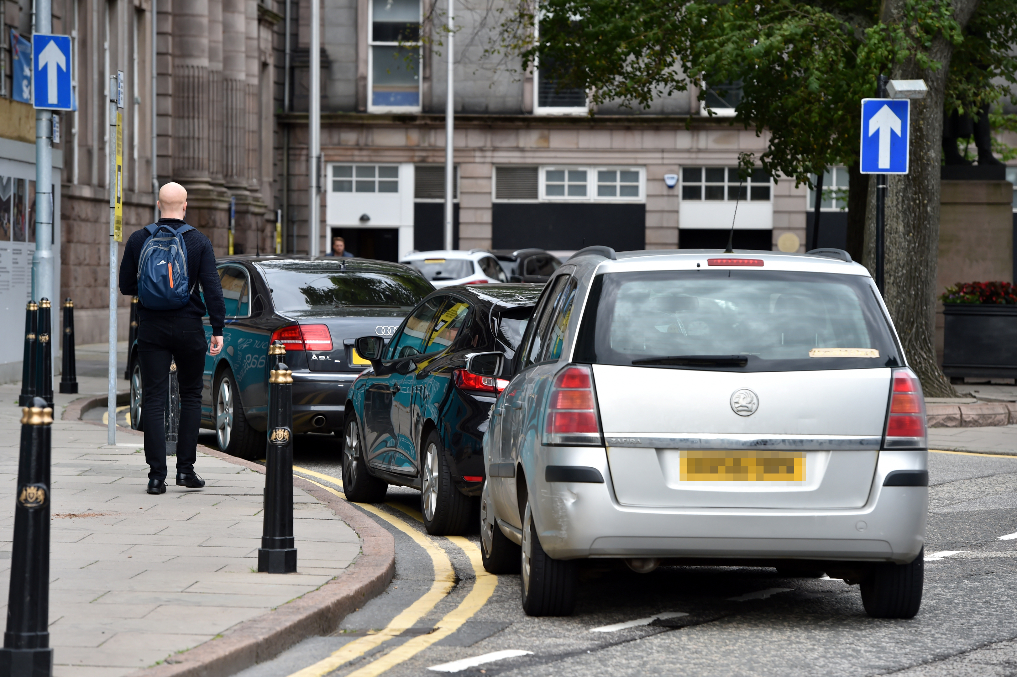 Complaints of parents parking on double yellows outside Robert Gordon's College, on School Hill, to pick up their children.  Picture by KENNY ELRICK     28/08/2017
