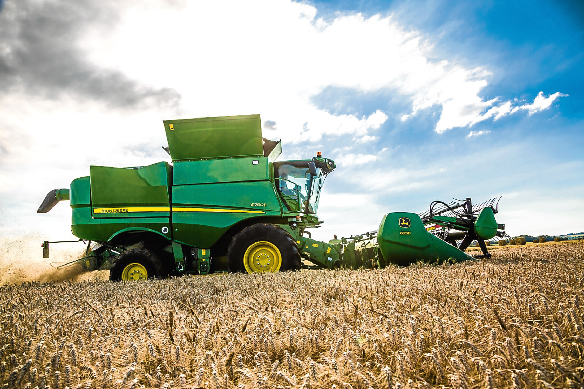 The new John Deere S790 combine with 635D header