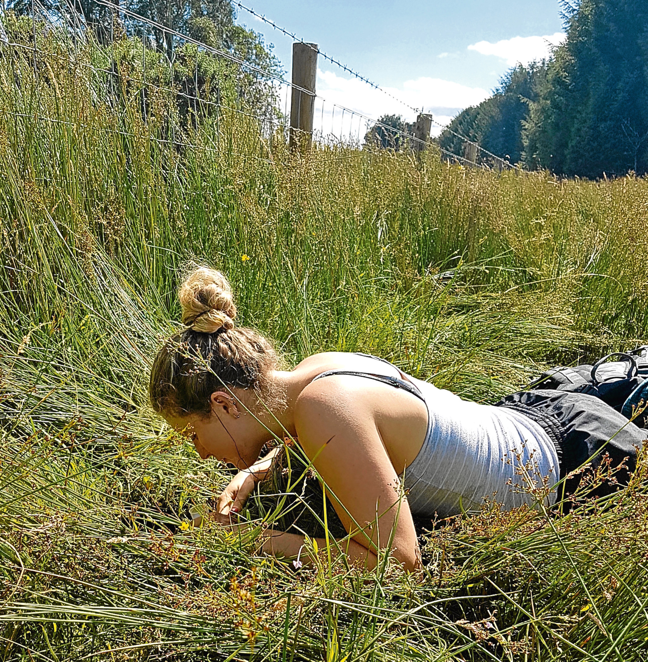 Research assistant Marlies Nicolai hunting for mud snails.
