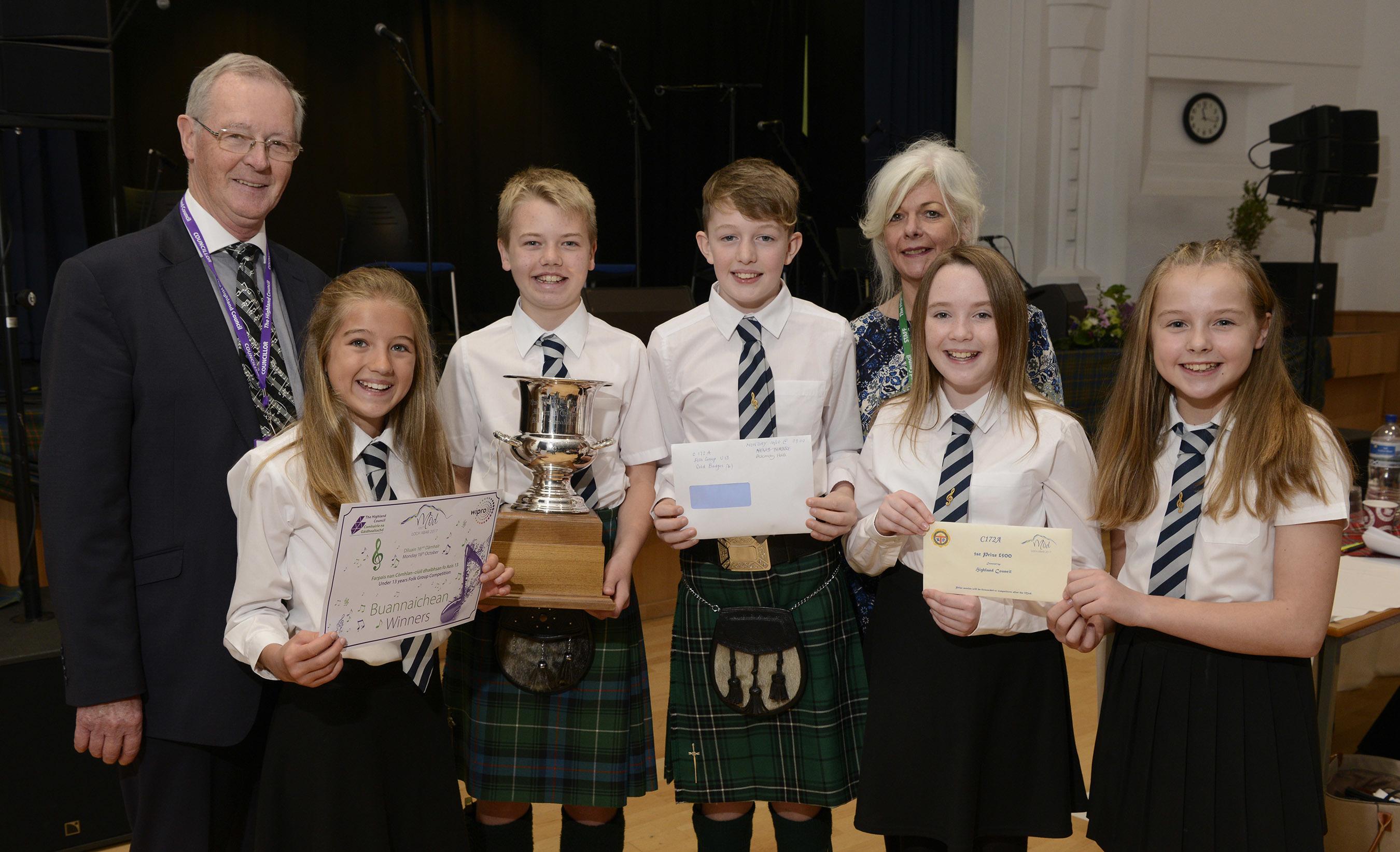 Councillor Allan Hendeson and Morag Anna Macleod of the Highland Council present the award to Dingwall singers (left - right)  Mhairi MacKenzie, Ruaraidh Drennan, Finlay MacLennan, Andrea MacDonald and Isabelle Rose.