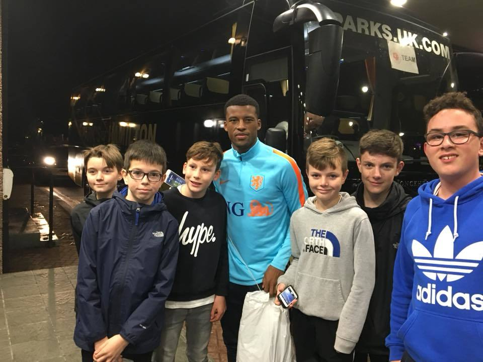 Liverpool star Gini Wijnaldum takes time out to meet fans in Dyce. Photo credit: Mike Cowling
