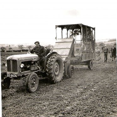 A Fordson diesel Major in action