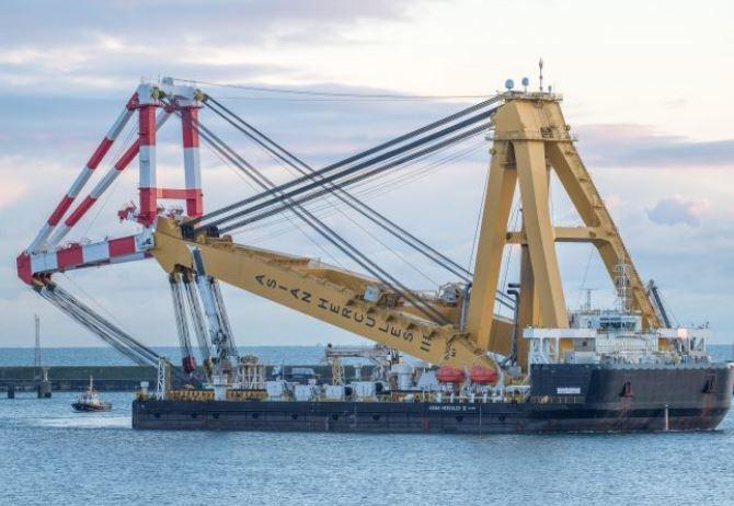The Asian Hercules III arrives in Peterhead Port.