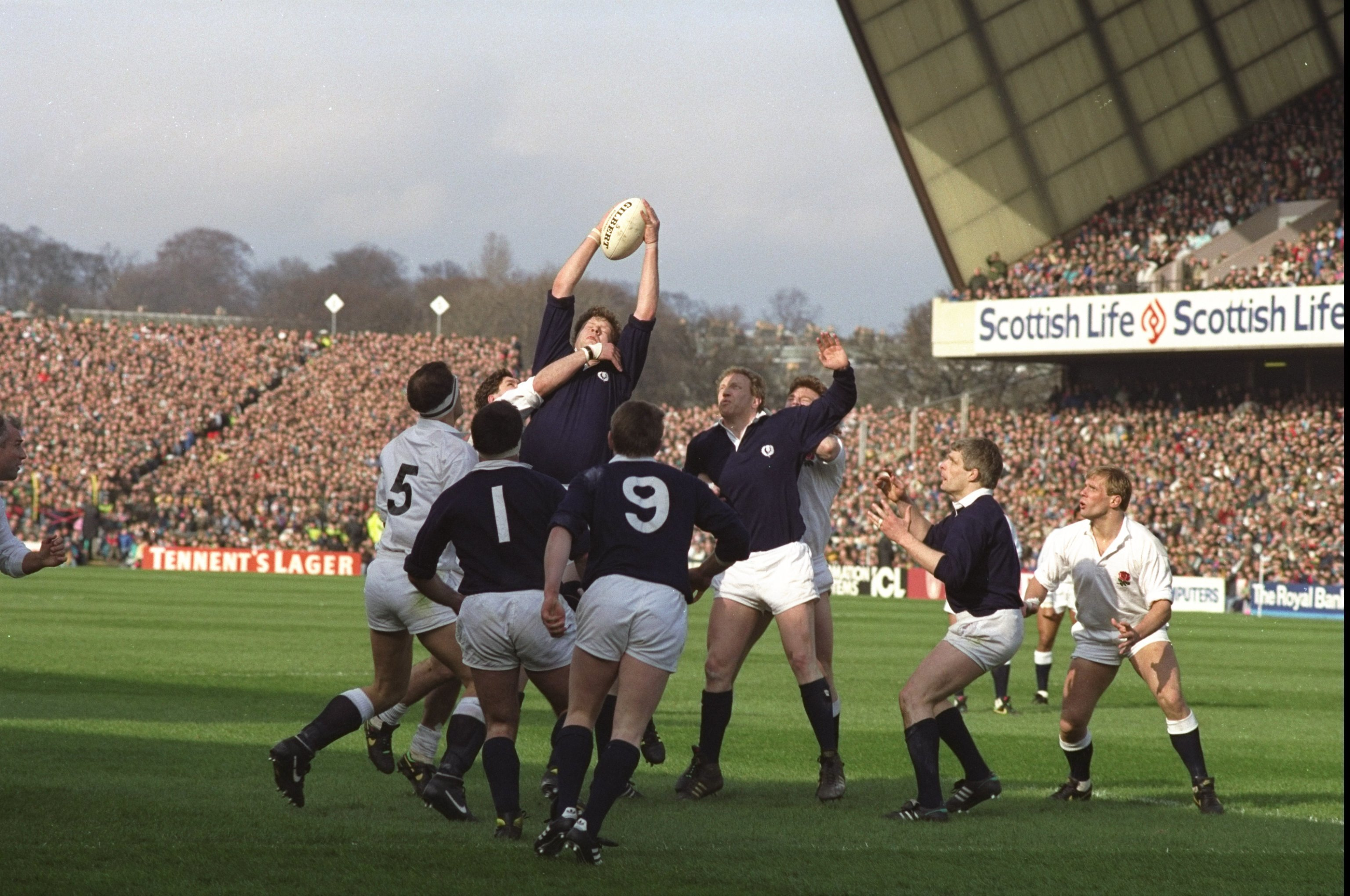 Damian Cronin (centre high) of Scotland wins the ball in a crucial line out during the 1990 Five Nations Championship match against England at Murrayfield in Edinburgh. Credit: David  Cannon/Allsport
