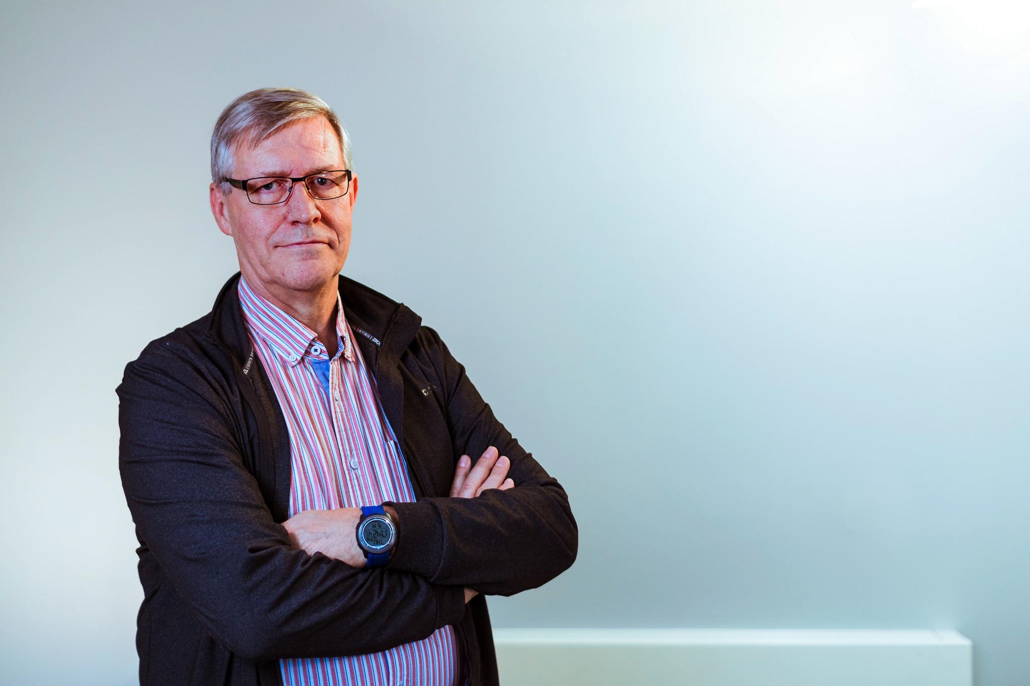 Dr Ron Stewart