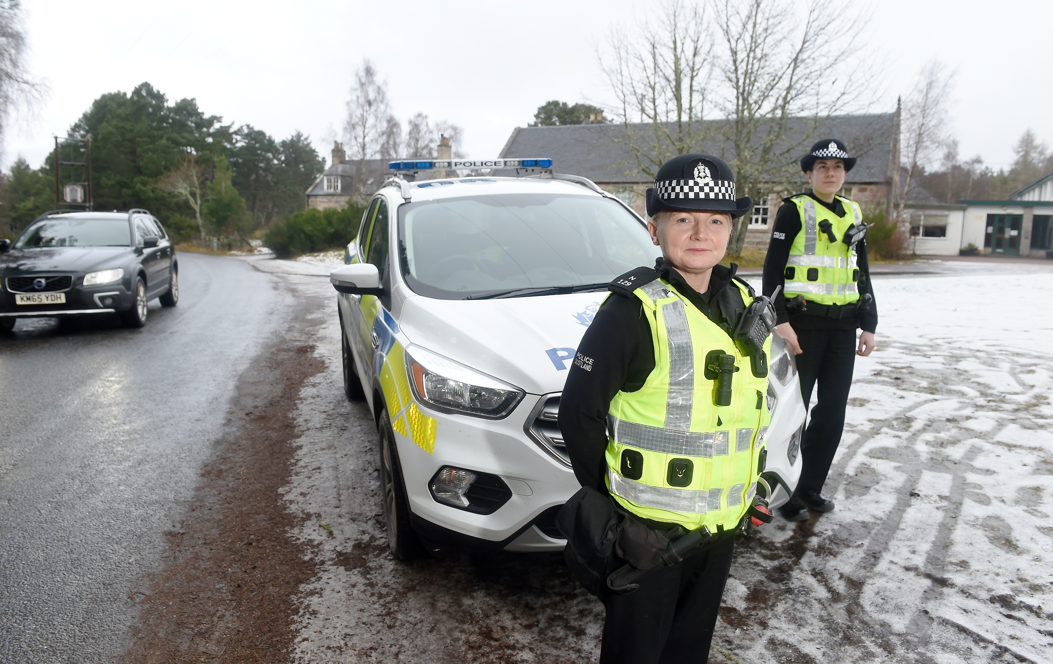 Constables Sharon Strang (left) and Clare Maclennan of Police Scotland outside Abernethy Primary School where they are monitoring traffic and drivers in a bid to improve safety. Picture by Sandy McCook.