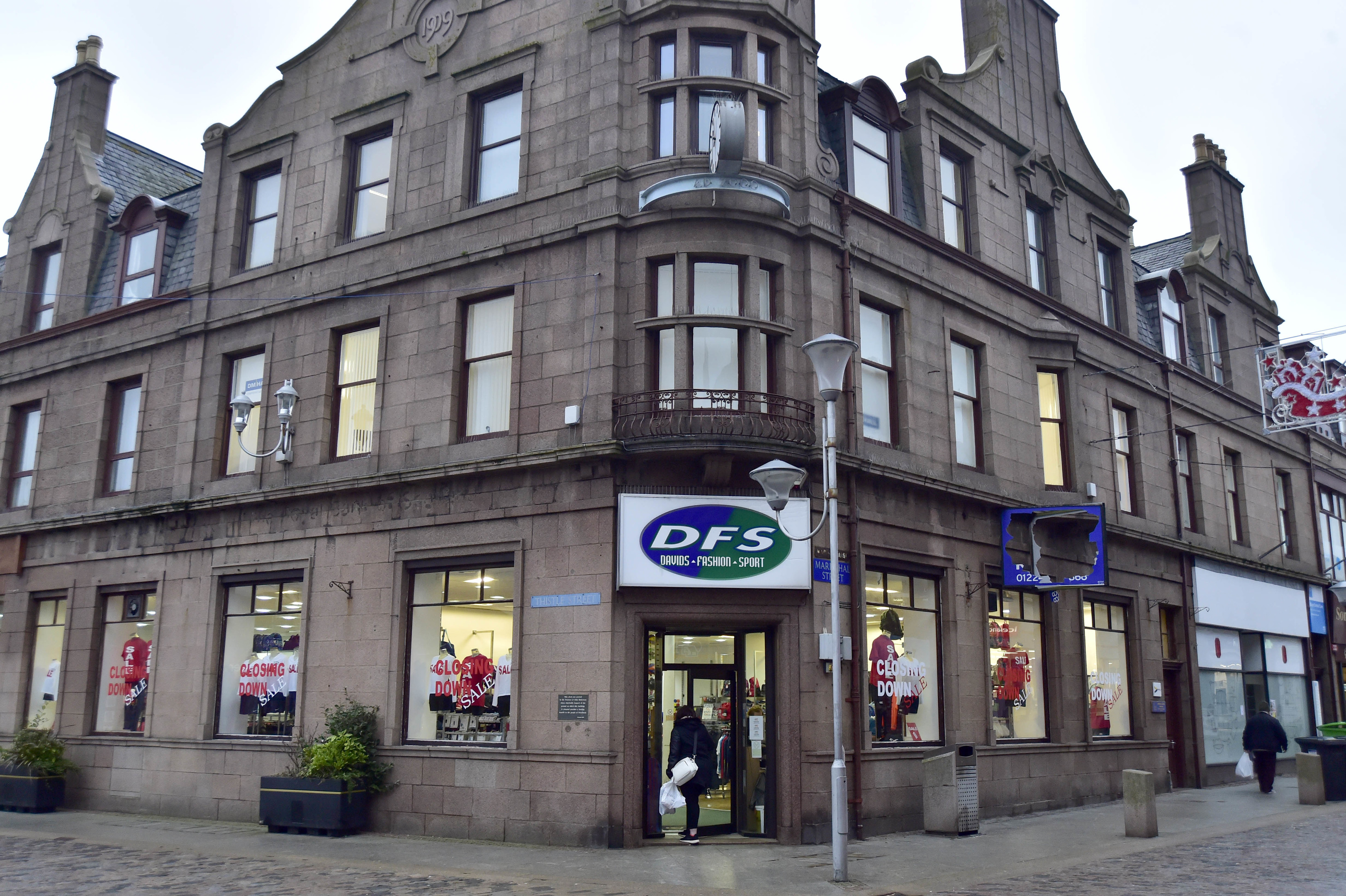 DFS SPORTS IN PETERHEAD TOWN CENTRE IS CLOSING DOWN.