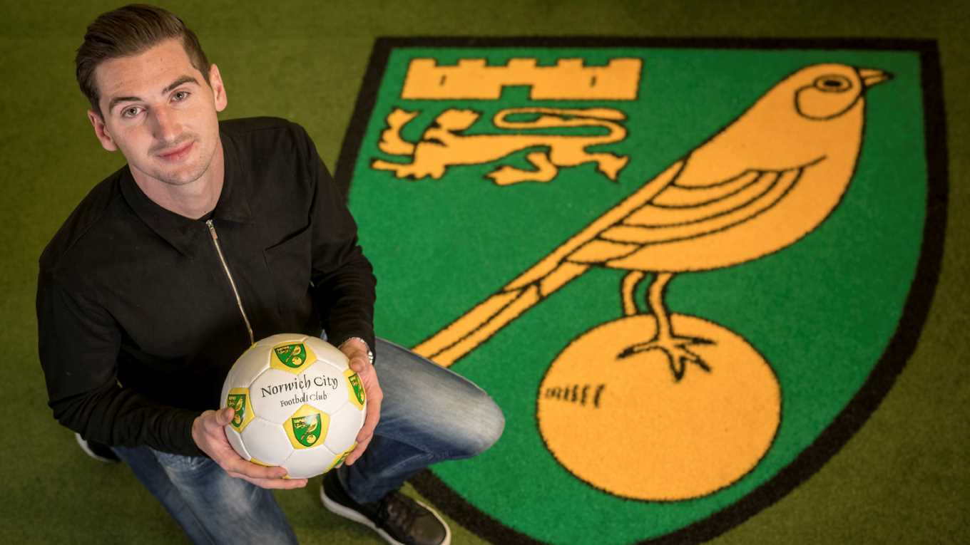 Kenny McLean has signed for Norwich.