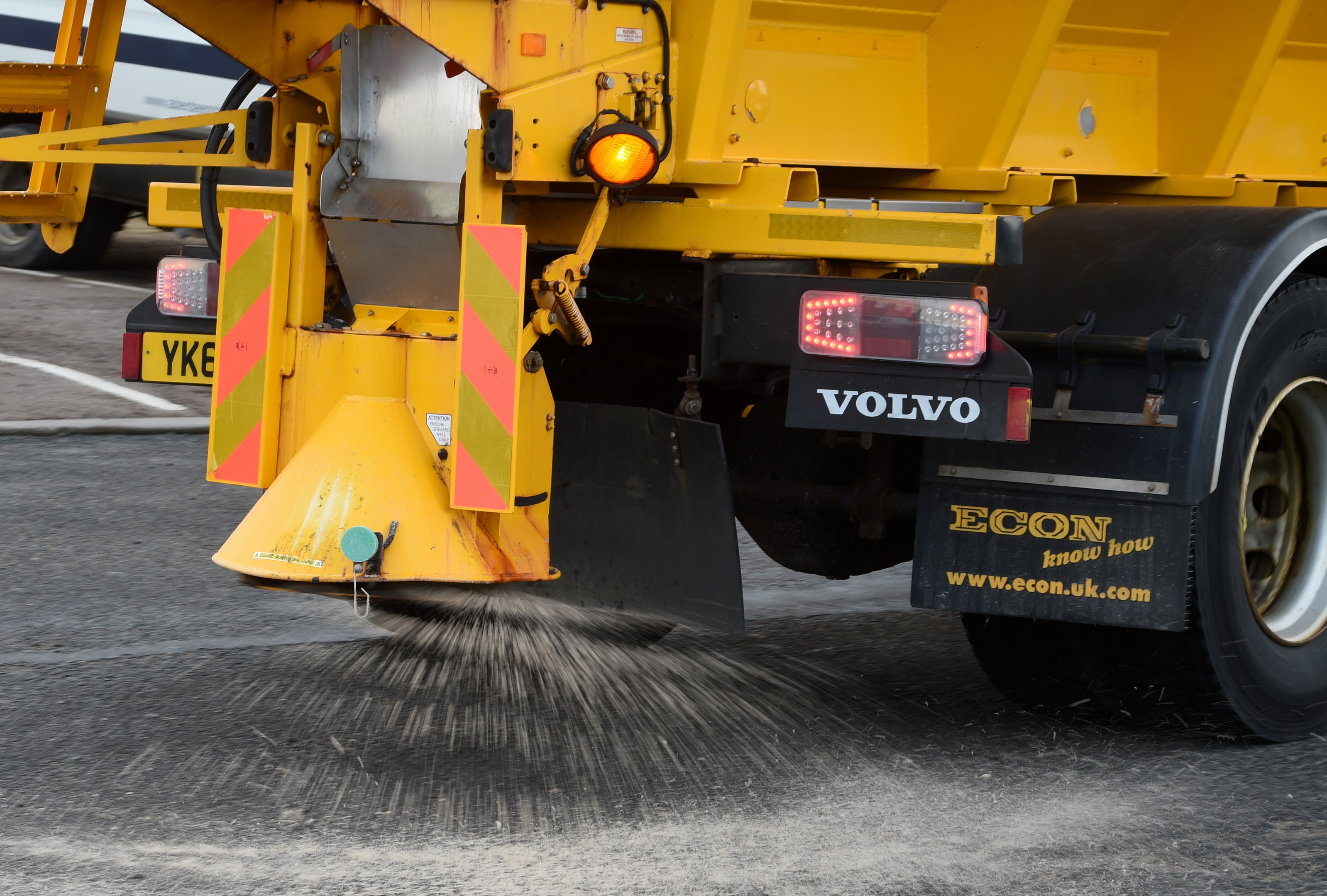 North council under fire for asking residents to grit pavements
