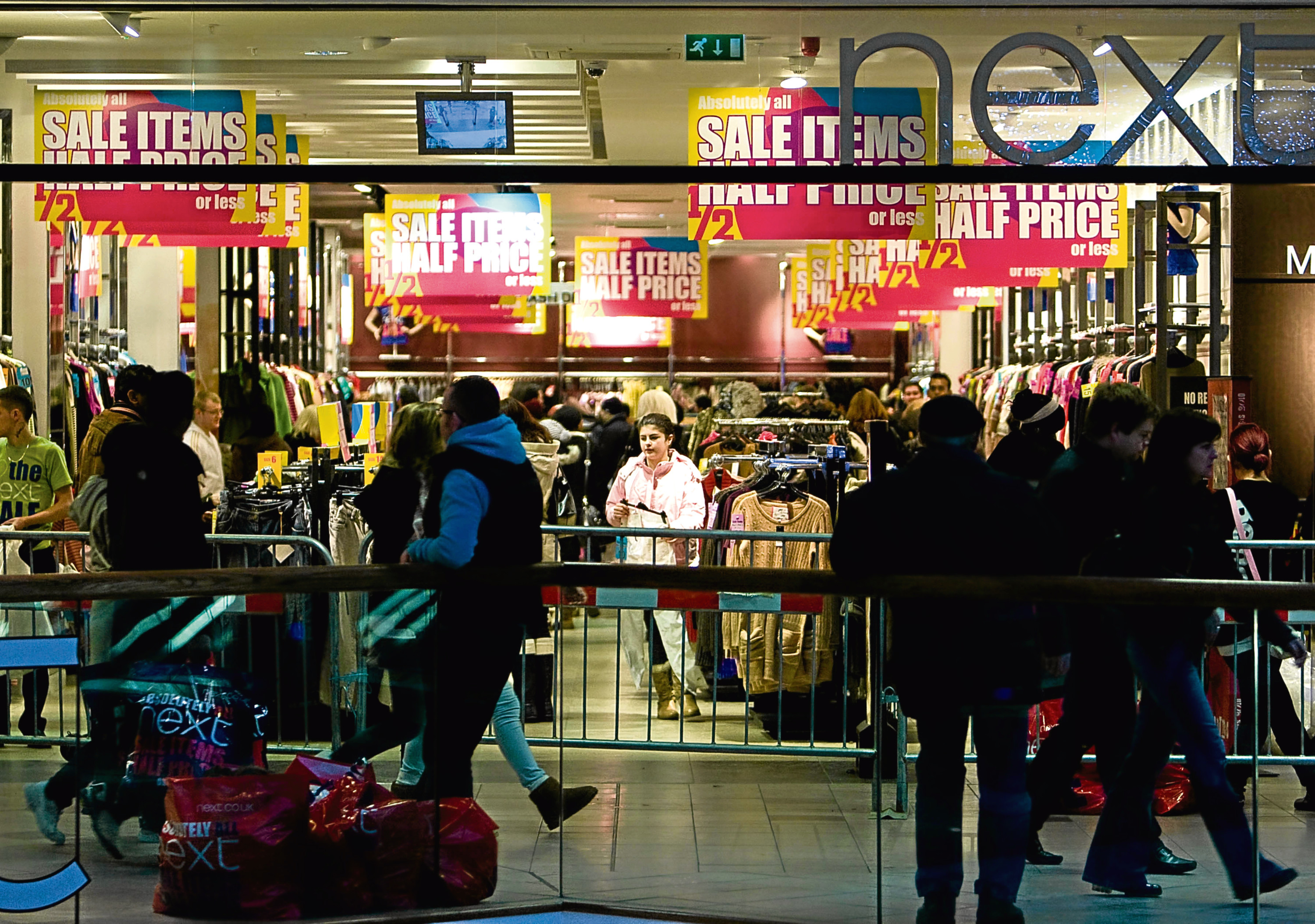 BARGIN HUNTERS IN ABERDEEN ON BOXING DAY AT THE NEXT STORE IN THE BON ACCORD SHOPPING MALL. PIC ROSS JOHNSTON / NEWSLINE SCOTLAND