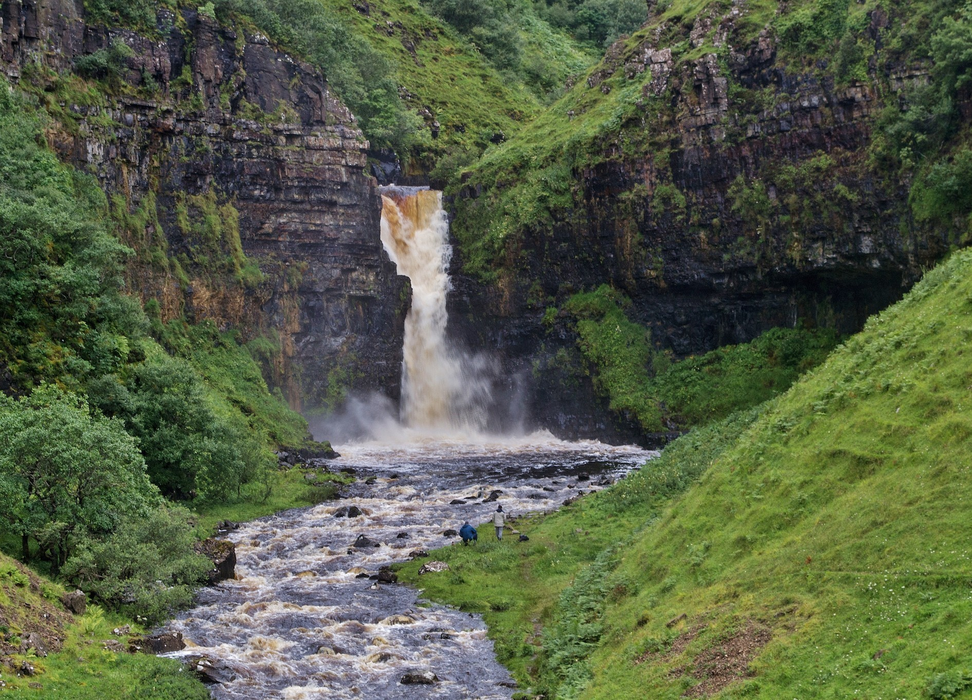 The construction of a viewing platform at an iconic Skye waterfall featured in films has moved a step forward.
