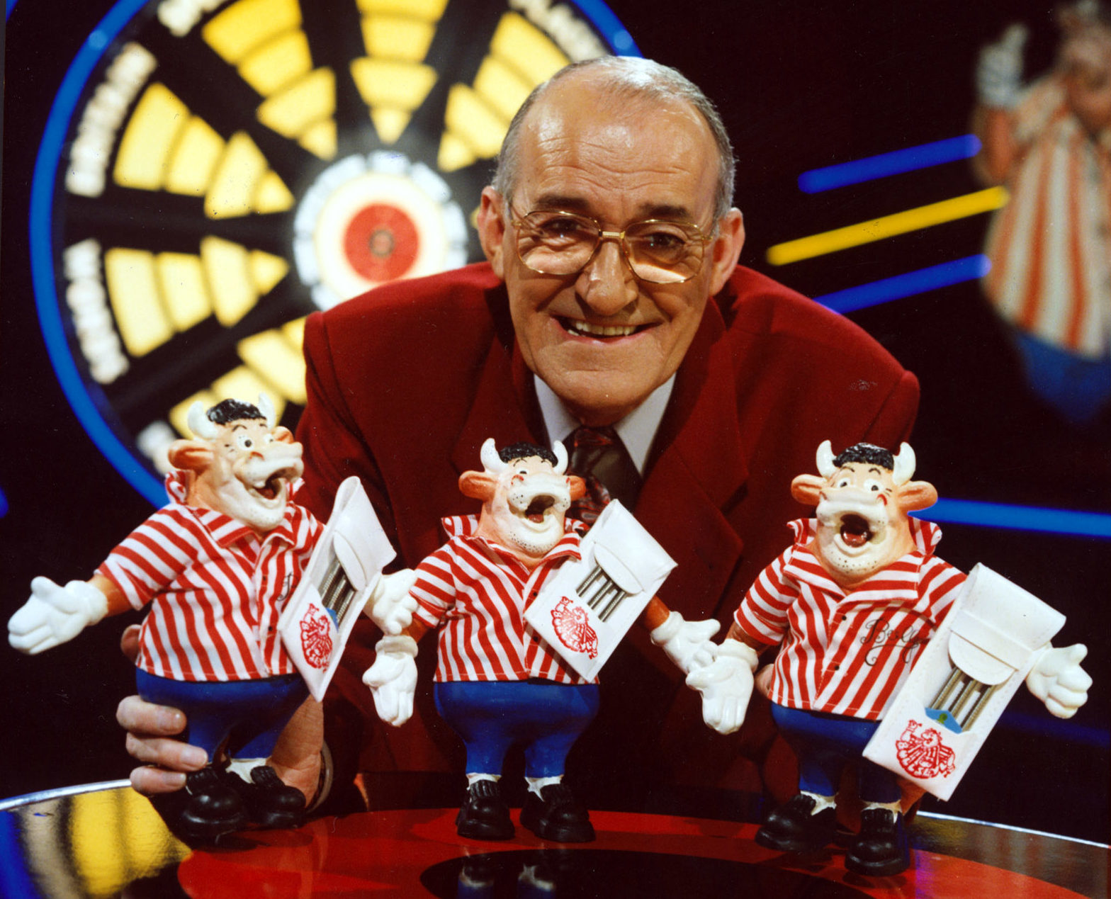 Former broadcaster and comedian Jim Bowen, best known for hosting television darts-based game show Bullseye, has died aged 80.