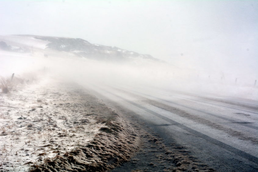 Strong winds and drifting snow on the A92 between Johnshaven and Inverbervie.