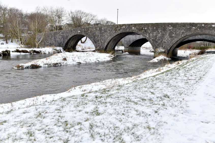 WEATHER ;  The old bridge at Ellon. Picture by Kami Thomson    01-03-18