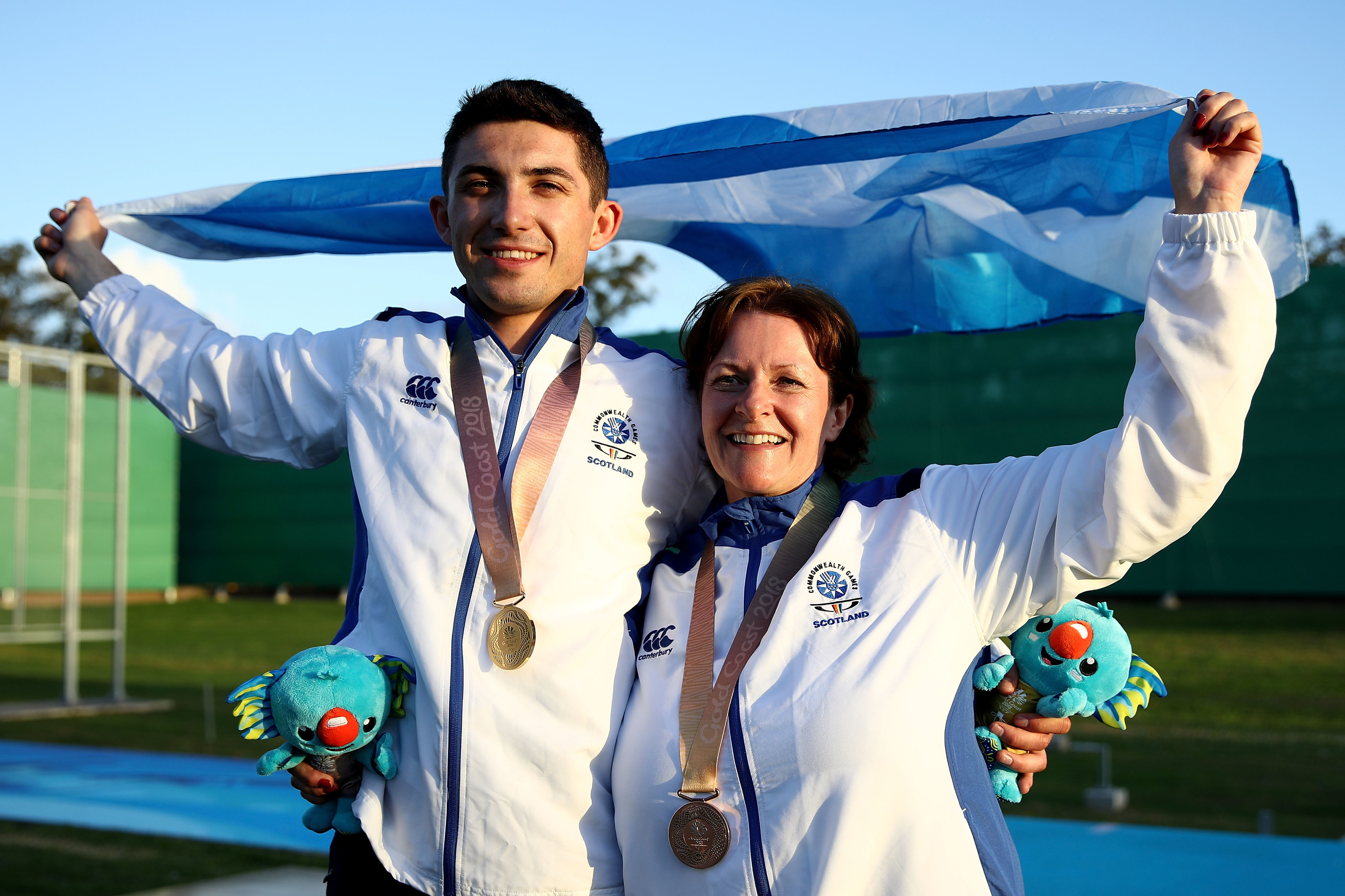 David McMath (L) and Linda Pearson of Scotland pose during the medal ceremony (Photo by Phil Walter/Getty Images)