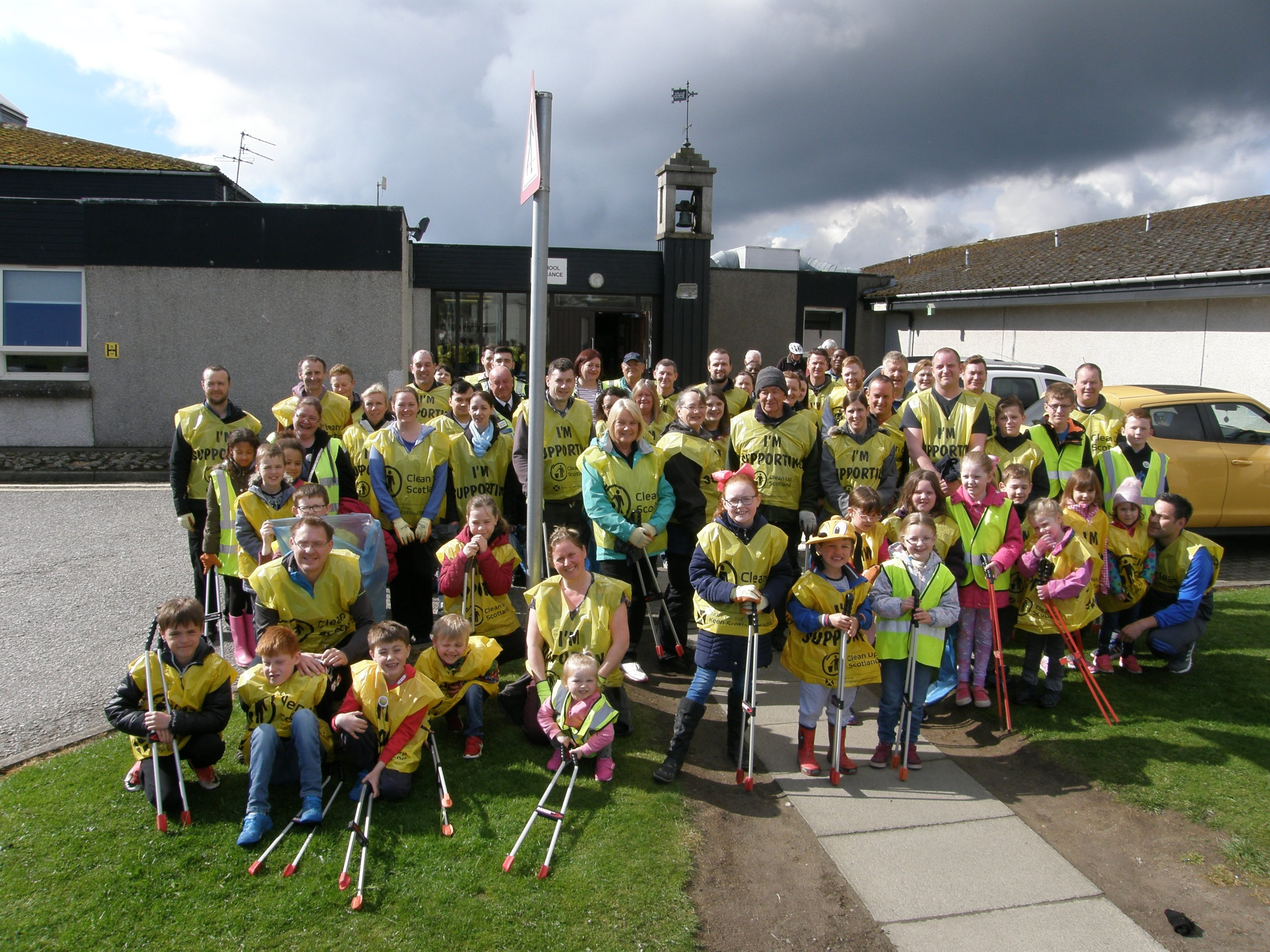 A record number of volunteers took part in this year's Cove clean-up. (Picture: Michele McPartlin)