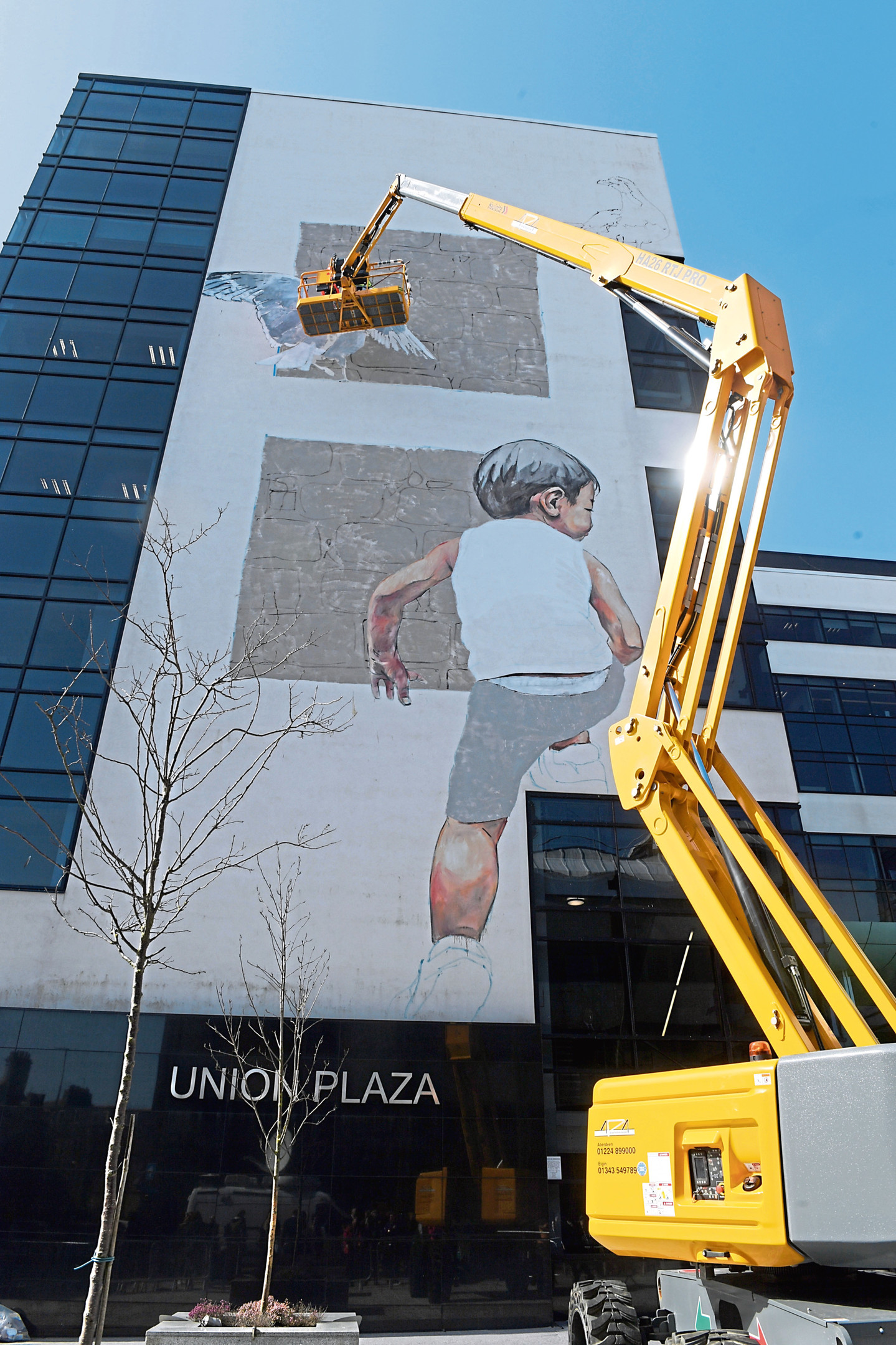 Nuart Aberdeen. Ernest Zacharevic working on his piece on Union Plaza. 12/04/18. Picture by KATH FLANNERY