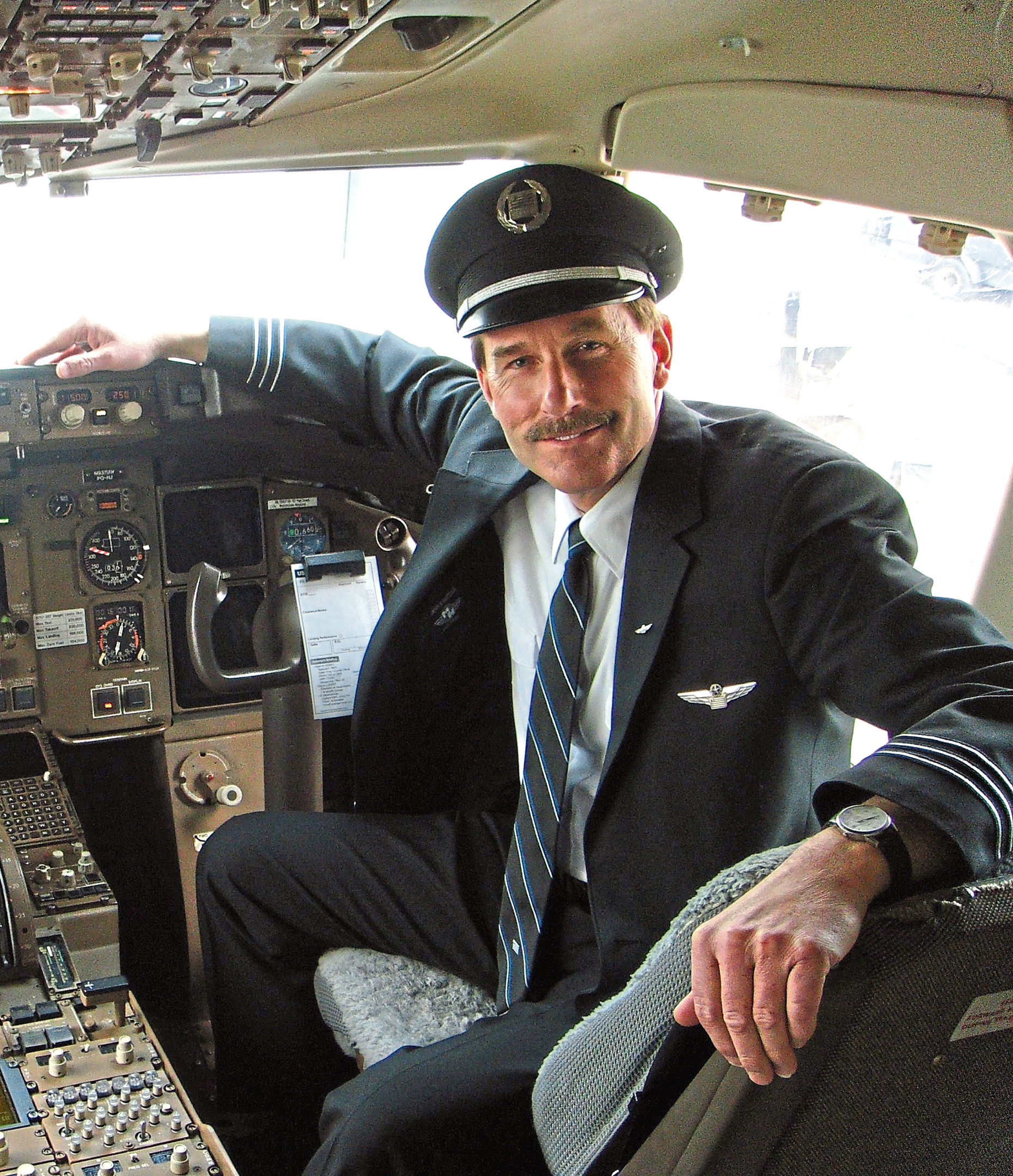 US Airways first officer Jeff Skiles and his co-pilot reacted instantly to ditch their plane in the Hudson River after losing all power