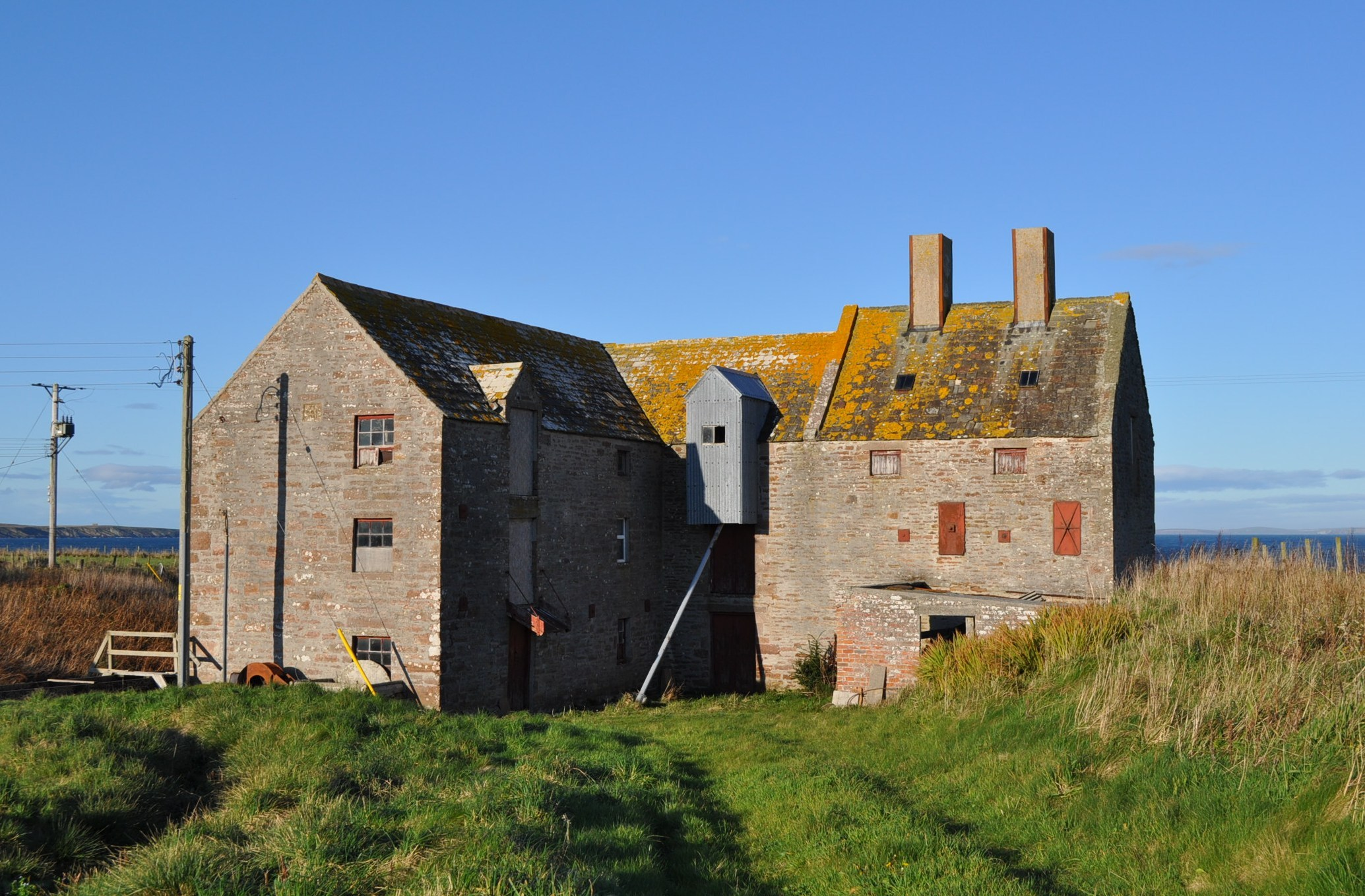 John O'Groats Mill has stood in its present form since 1901 but it was built on foundations of an earlier threshing mill dating from 1750