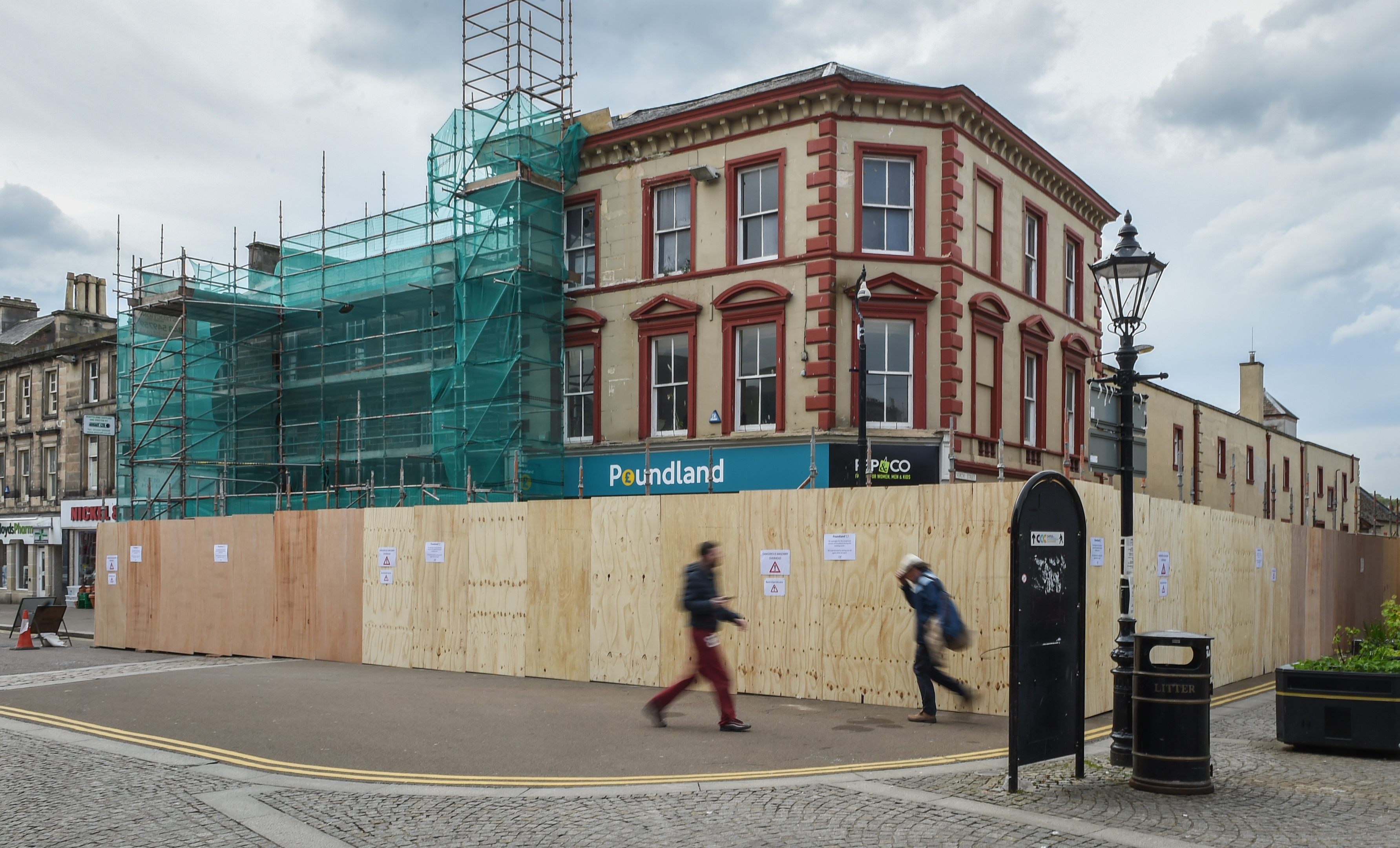 Poundland on High Street was sealed off, with a safety perimeter set up around the former 19th Century bank.