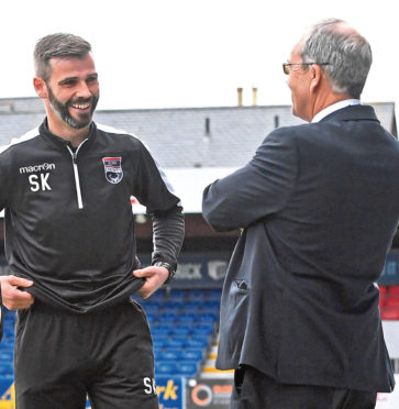 Stuart Kettlewell (left) with Ross County chairman Roy MacGregor.