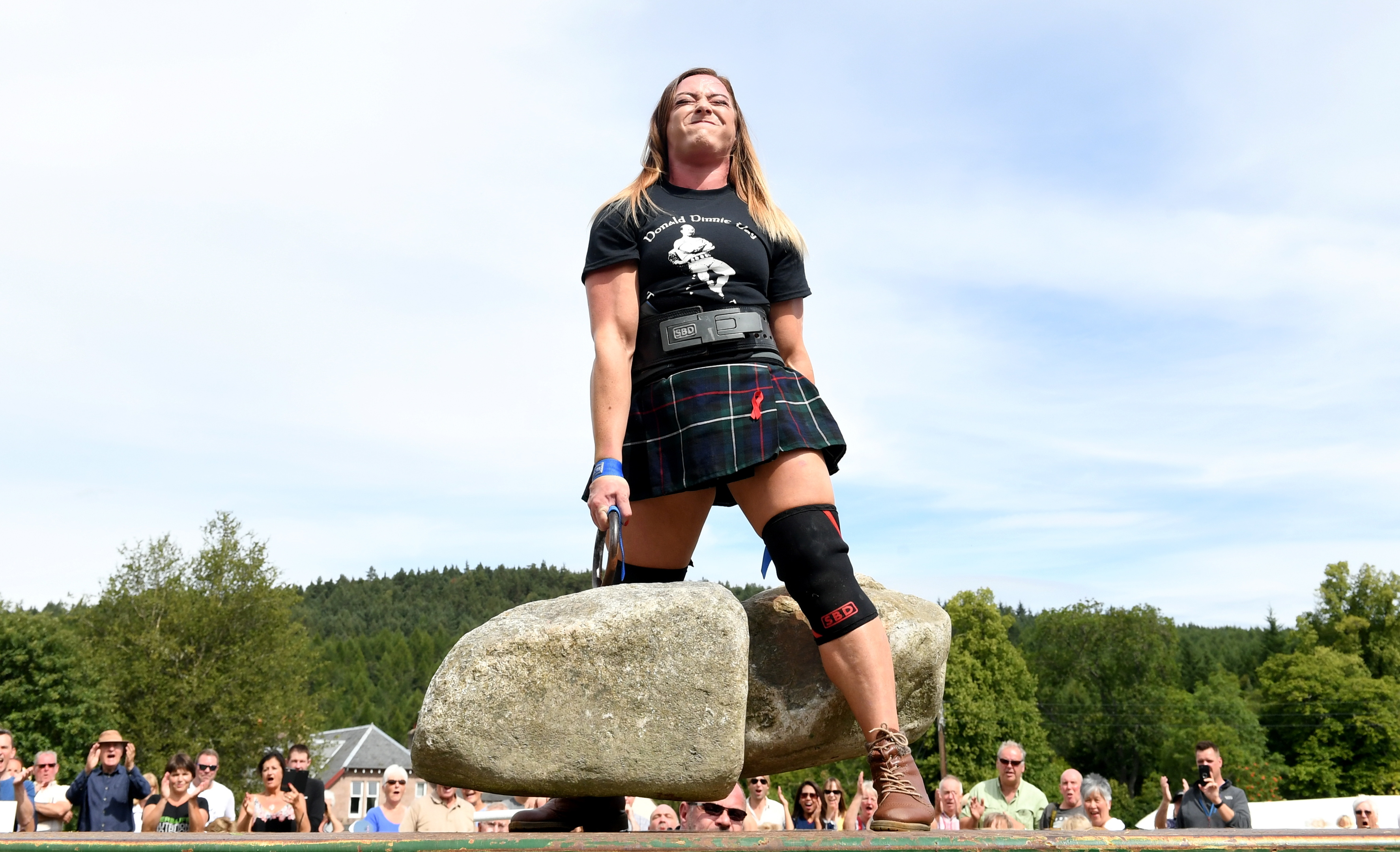 Lifter Leigh Holland-Keen completes a successful attempt