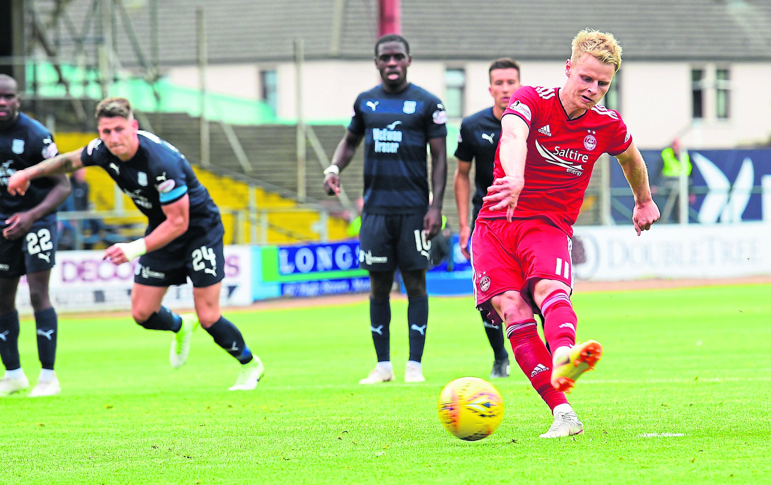 Aberdeen's Gary Mackay Steven scores to make it 1-0.
