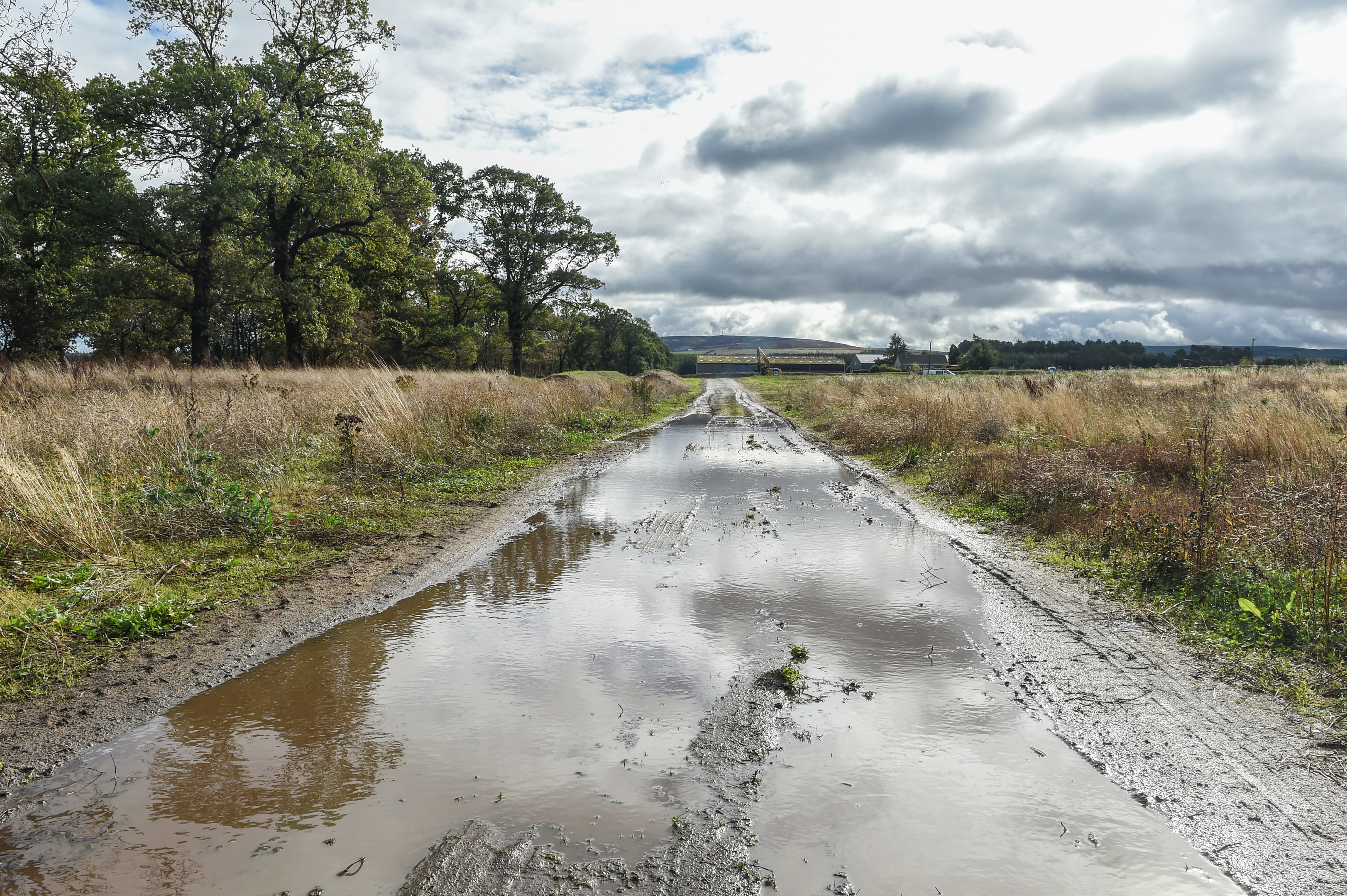 Concerns have been raised about the condition of the road leading to the Linkwood Primary School site.