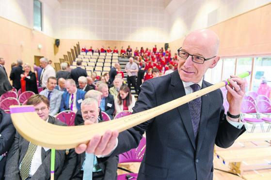 Dewputy Firstr Minister and Secretary for Education, John Swinney yestereday oficially openned the new Gaelic Medium Primary School in Portree, Skye.