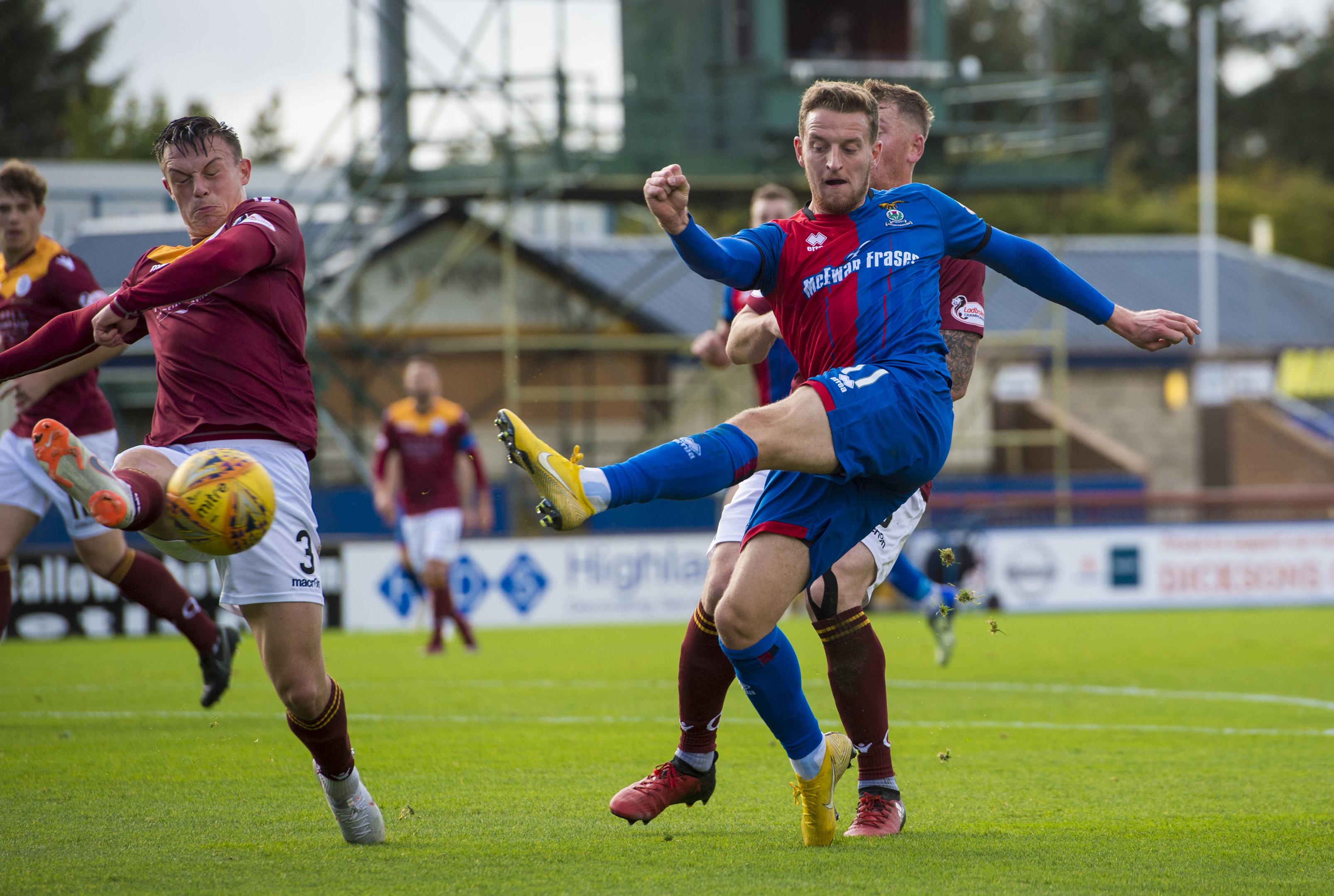 28/09/18 LADBROKES CHAMPIONSHIP  INVERNESS CT VS QOTS   THE TULLOCH CALEDONIAN STADIUM - INVERNESS  Inverness CT's Tom Walsh has a shot on goal