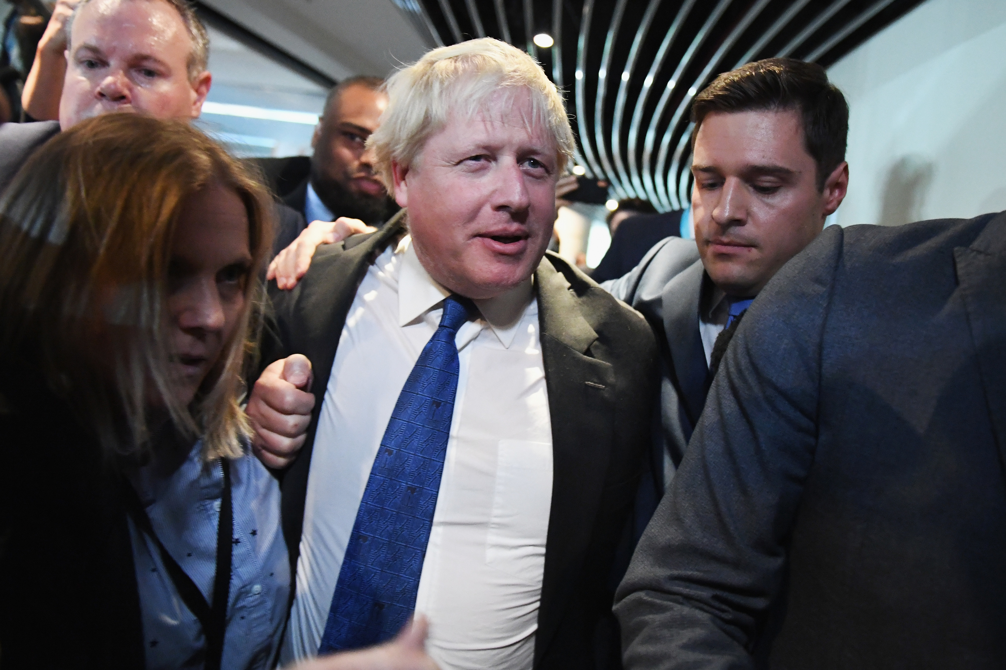 "Ross Thomson acts as ""bodyguard"" for Boris Johnson"