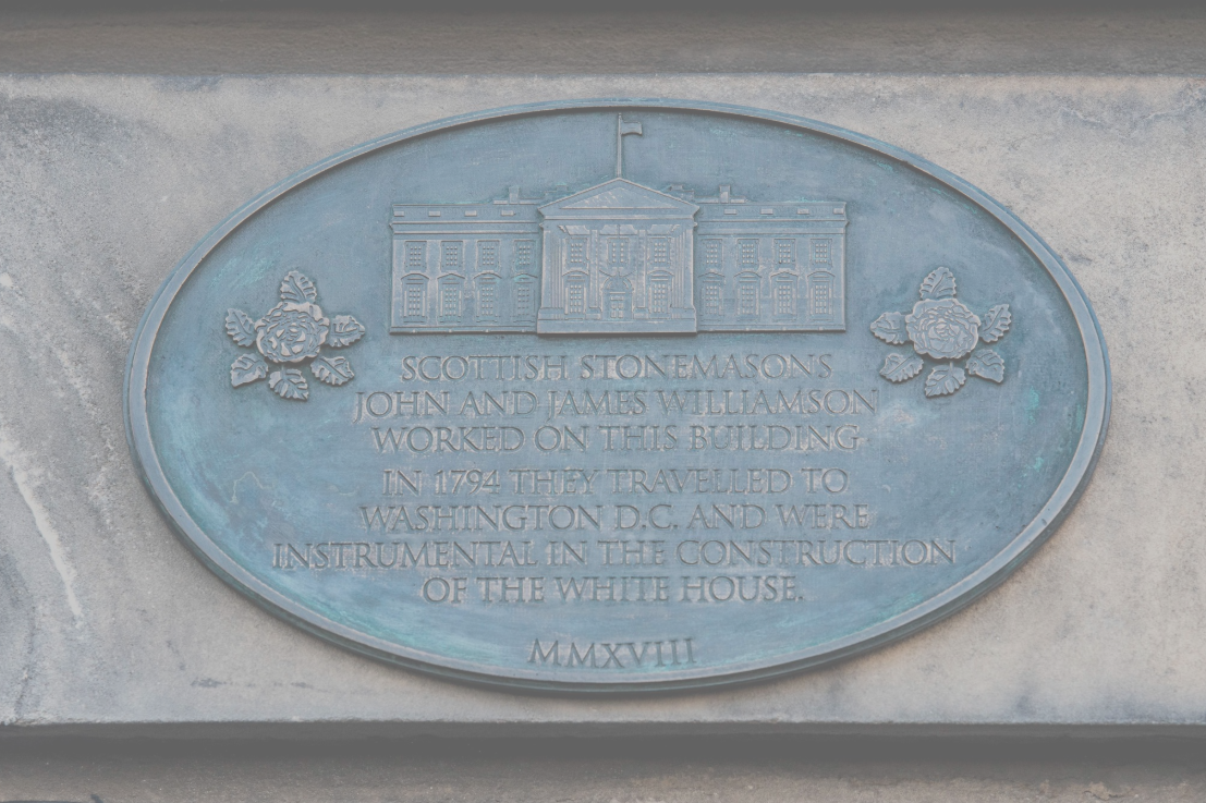 The special plaque commemorates the Scottish stonemasons who helped construct the White House.