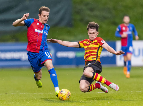 10/11/18 LADBROKES CHAMPIONSHIP PARTICK THISTLE v INVERNESS CT THE ENERGY CHECK STADIUM AT FIRHILL - GLASGOW Inverness CT's Tom Walsh (L) in action with Partick Thistle's James Penrice.