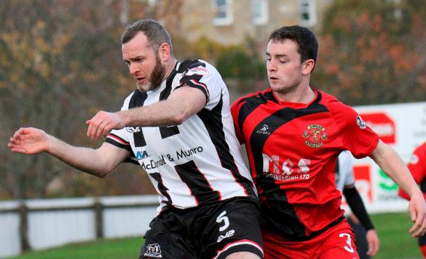 Elgin City defender Craig Beattie in action against Annan Athletic.