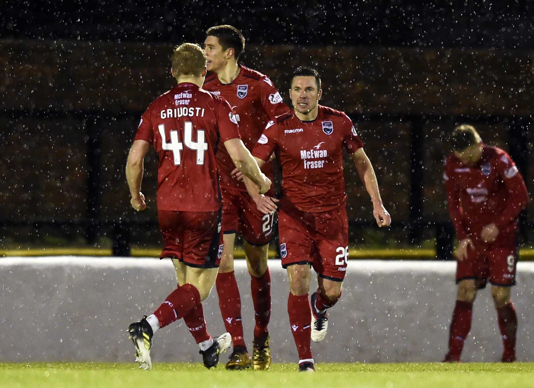 15/12/18 LADBROKES CHAMPIONSHIP AYR UTD v ROSS COUNTY SOMERSET PARK - AYR Ross County's Don Cowie(R) celebrates his equaliser
