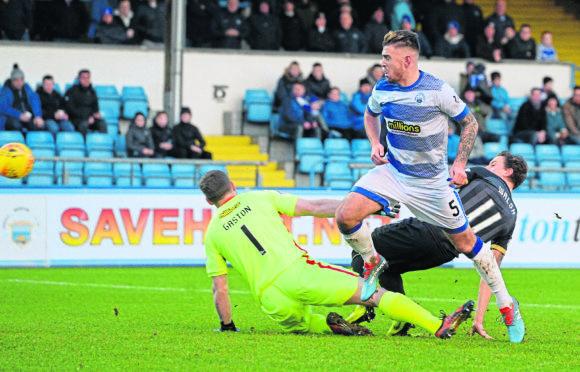 Tom Walsh chips Morton's Derek Gaston to make it 1-0